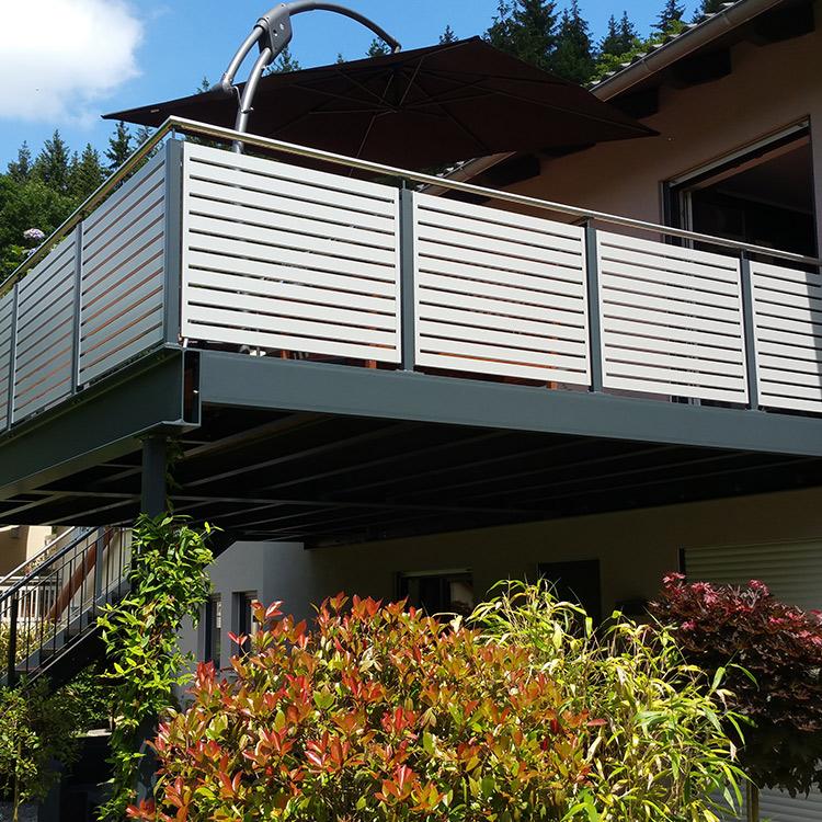 Balkon mit Außenzaun